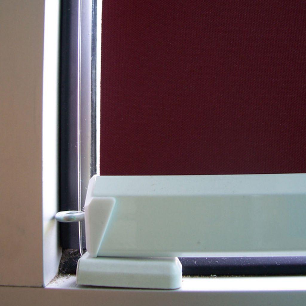 Rideau store desing enrouleur rollodesign store interieur for Norme chambre sans fenetre