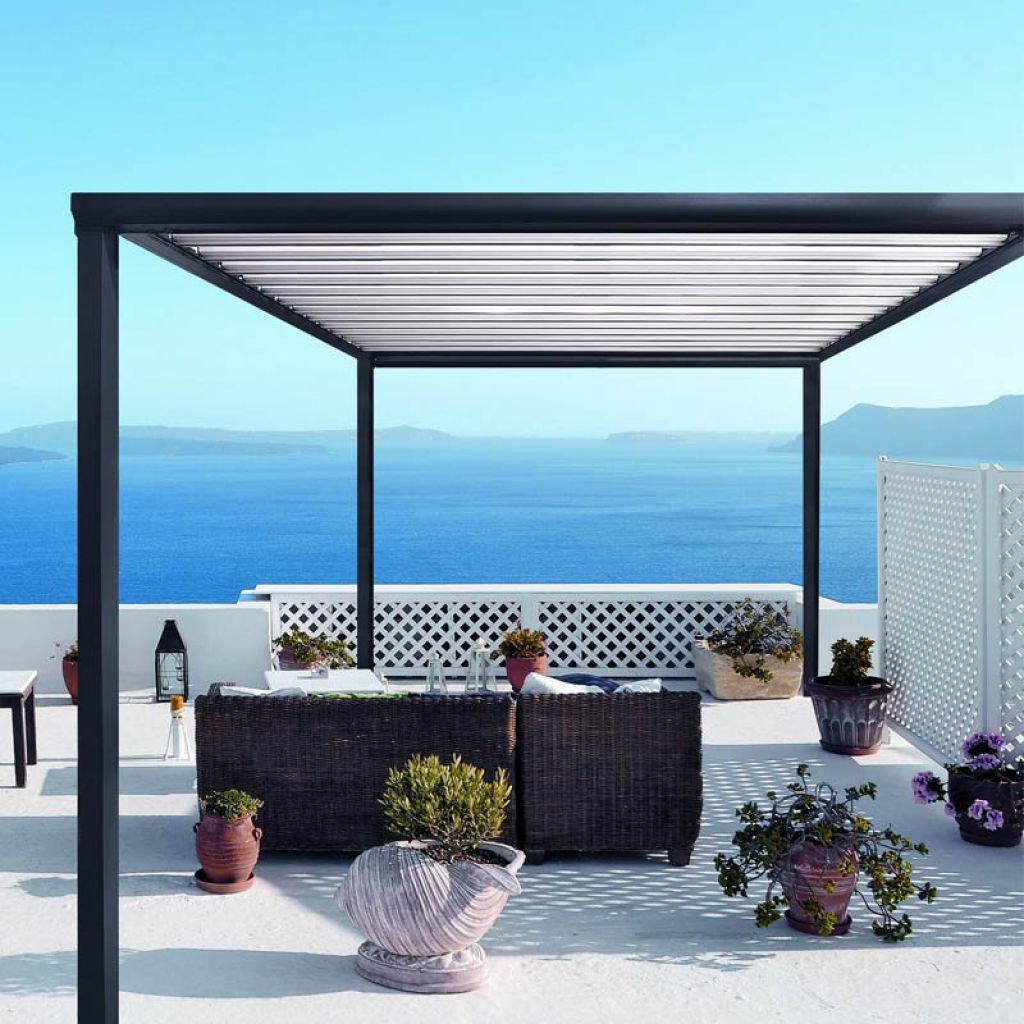 pergola bioclimatique pour terrasse et jardin. Black Bedroom Furniture Sets. Home Design Ideas